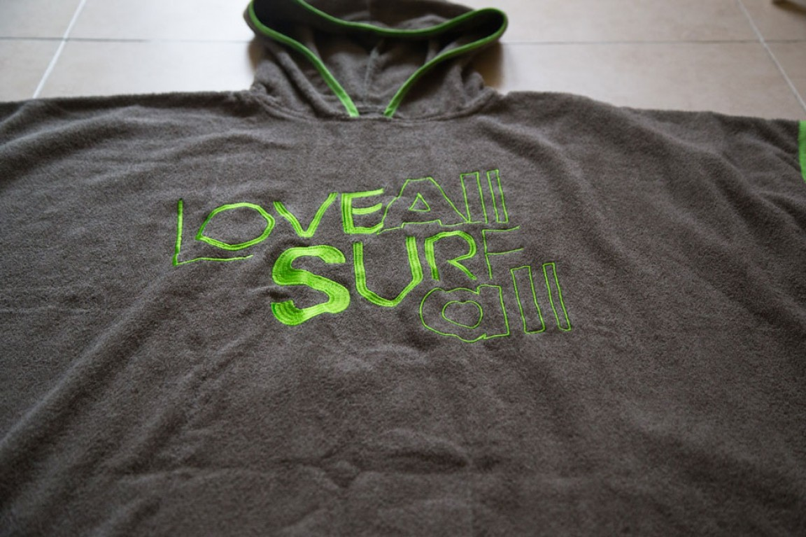 Love all, surf all poncsó